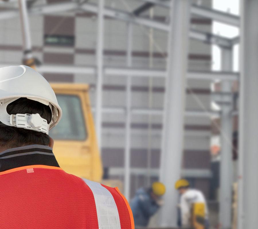 trabajadores casco obra